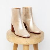 •  boots #BOBBIES  douce journée 🍂  #lesvoltigeuses #ruedespetitesecuries #paris10 #boutiqueparis #boutiqueparisienne #boutiqueenligne #boots #bobbies #bootsdorées #chaussuresfemme