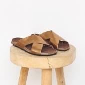 •  sandales #BOSABO  • horaires d'ouverture • du mardi au samedi 11h30 . 19h30  belle fin de semaine ensoleillée 🌿  #lesvoltigeuses #ruedespetitesecuries #paris10 #boutiqueparisienne #boutiqueenligne #sandales #bosabo #madeinfrance